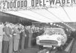 Двухмилионный Opel с позолоченным шильдиком Kapitan 9 ноября 1956 года сходит со сборочной линии в Руссельсхайме