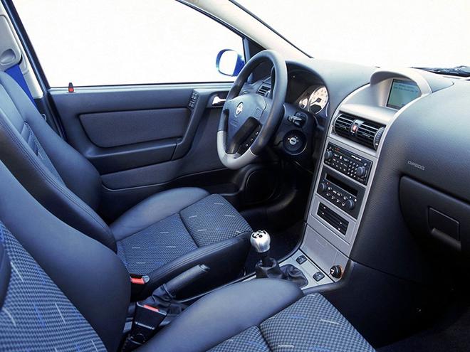 Opel Corsa C рестайлинг (2003–2006) интерьер