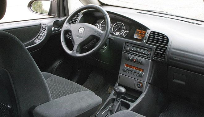 Салон Opel Zafira A рестайлинг (2003–2006)
