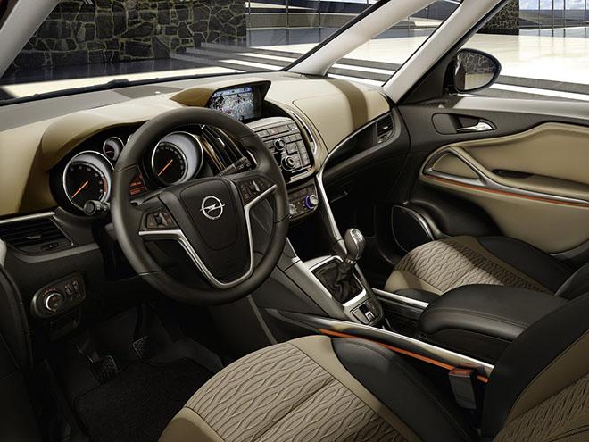 Салон Opel Zafira С (2011–2016)