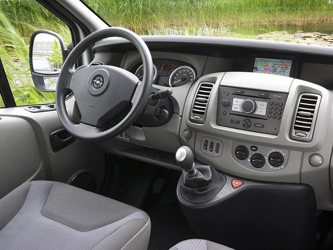 Салон Opel Vivaro A рестайлинг (2006–2014)